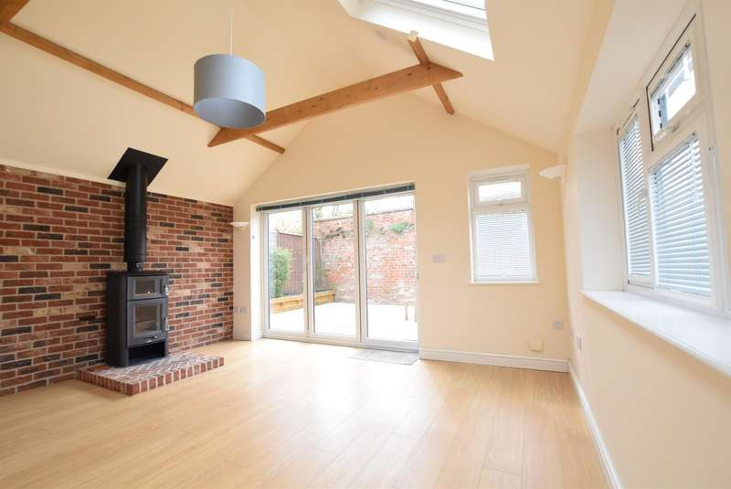 3 Bedrooms Detached House for sale in Church Lane, Scotter, Gainsborough, DN21 3RZ
