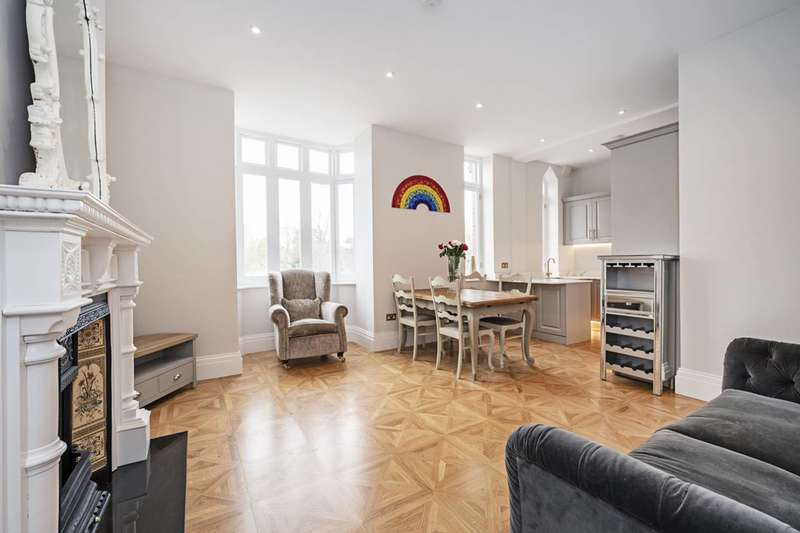 3 Bedrooms Flat for sale in Seven Sisters Road, Manor House, N4
