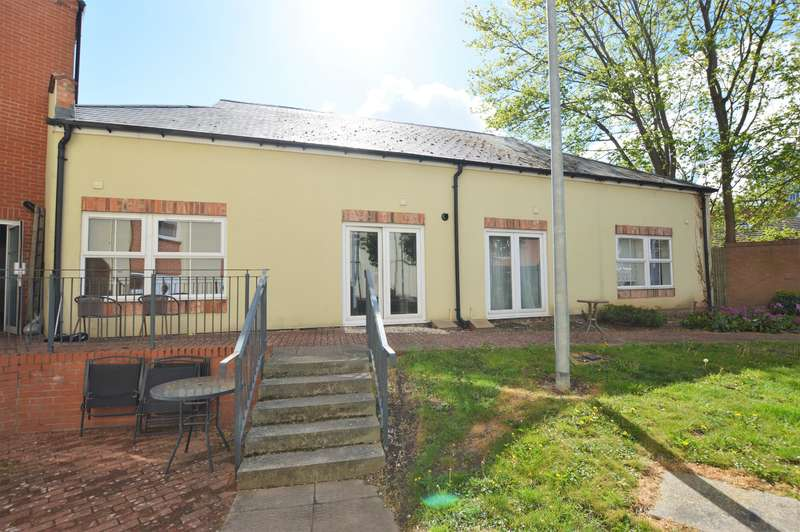 2 Bedrooms Apartment Flat for sale in Bates Court, Station Street, Wigston, LE18 4TJ