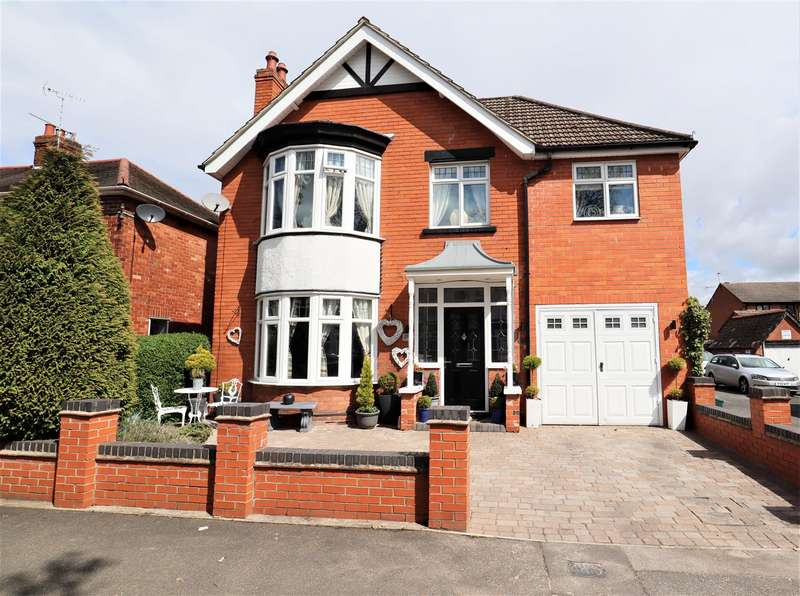 4 Bedrooms Detached House for sale in Church Drive, Lincoln