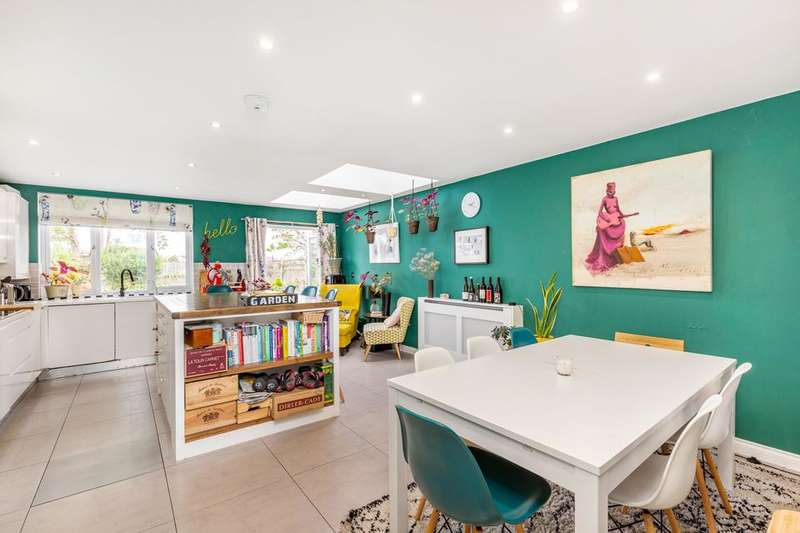 4 Bedrooms Terraced House for sale in Ivydale Road, London SE15
