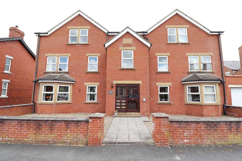 2 Bedrooms Apartment Flat for sale in Freckleton Street, Lytham