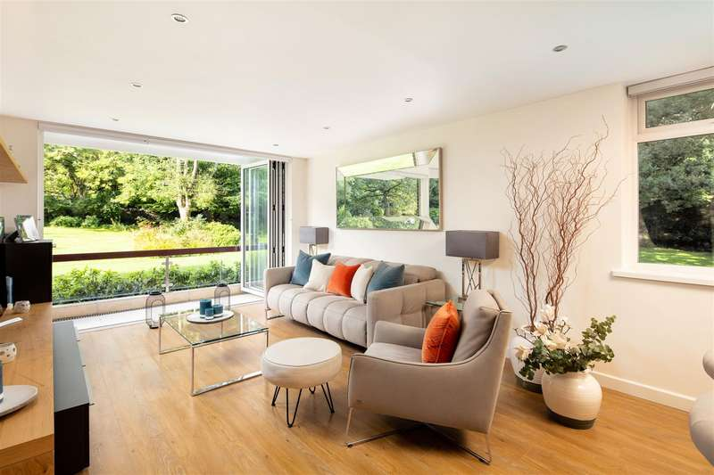 3 Bedrooms Apartment Flat for sale in Leigh Woods, Bristol