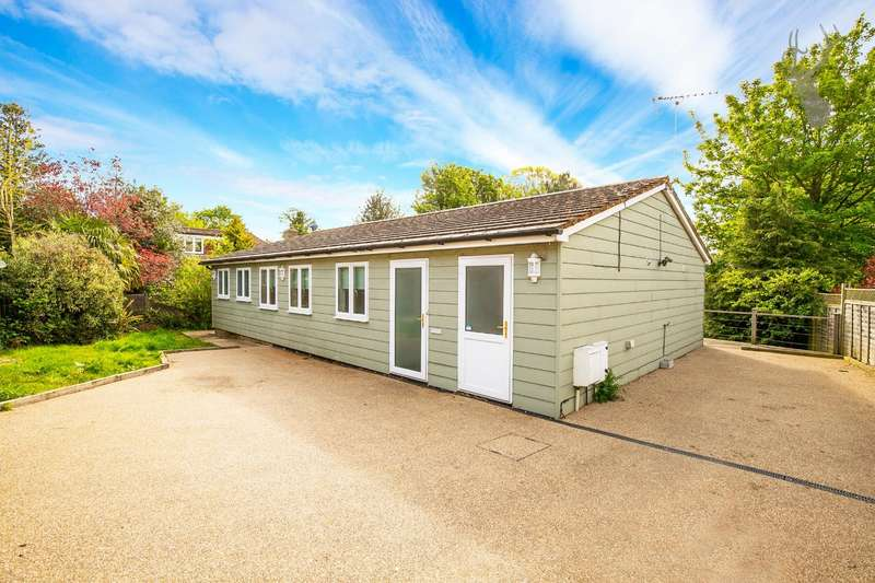 3 Bedrooms Detached Bungalow for sale in Bell Common, Epping, Essex