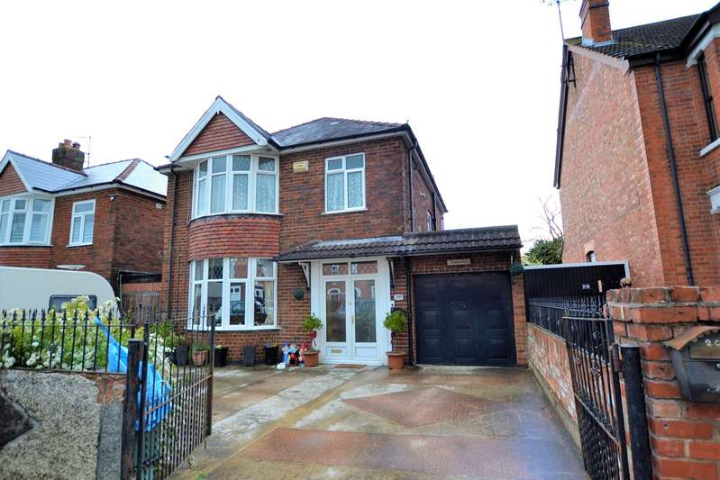 3 Bedrooms Detached House for sale in Stroud Road, Gloucester, GL1