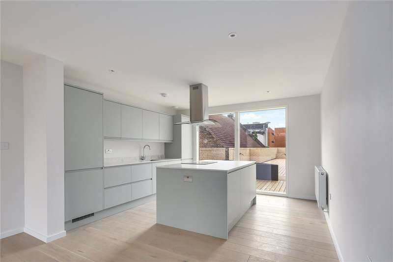 3 Bedrooms Flat for sale in Water Lane, Stratford, London, E15