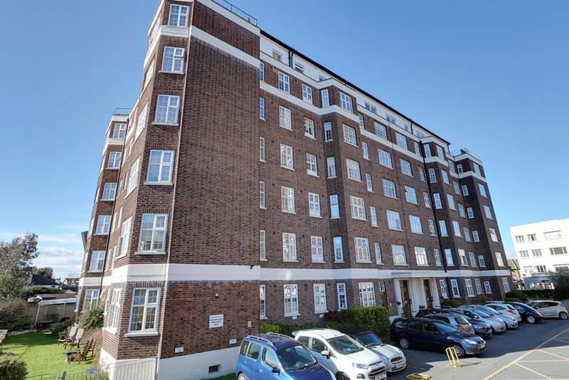 3 Bedrooms Property for sale in Clements Court, Broadway West SS9