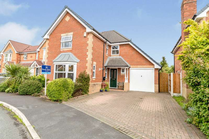 4 Bedrooms Detached House for sale in Belfry Close, Euxton, Chorley, Lancashire, PR7