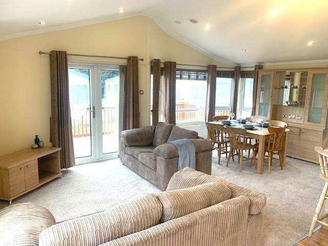 2 Bedrooms Lodge Character Property for sale in Highfield Grange, Clacton-on-Sea, Essex