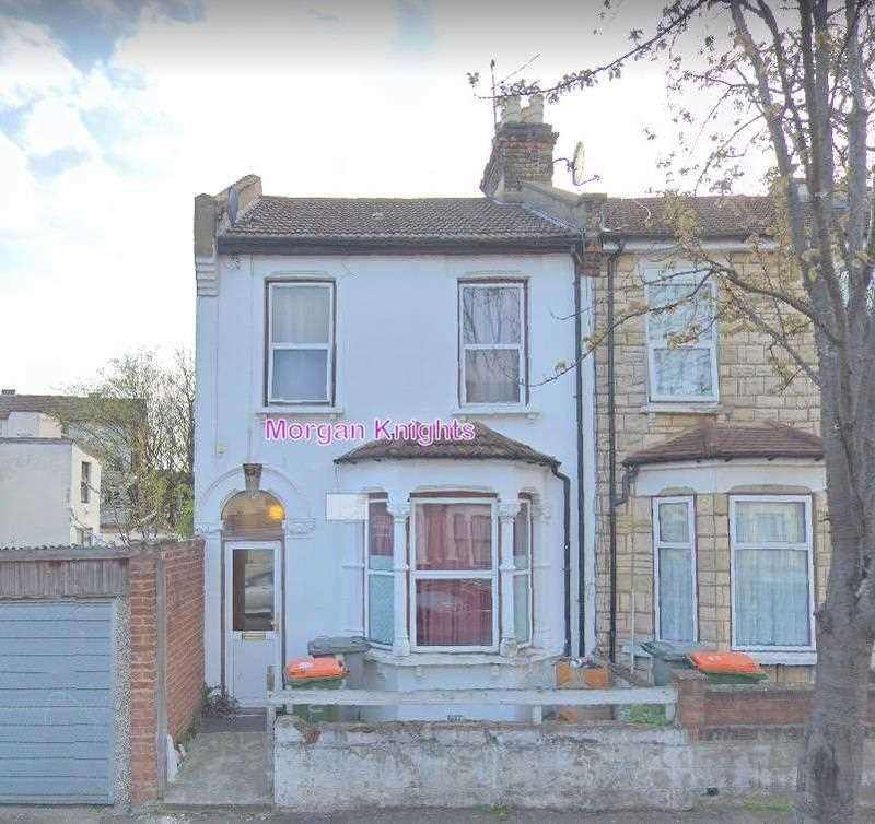 4 Bedrooms Terraced House for rent in Spencer Road, London E6