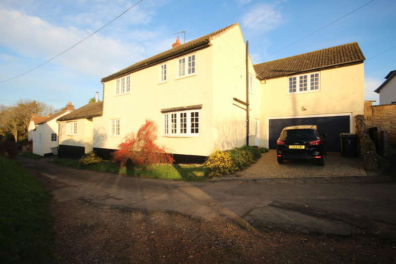 5 Bedrooms Detached House for sale in The Nook, Whissendine