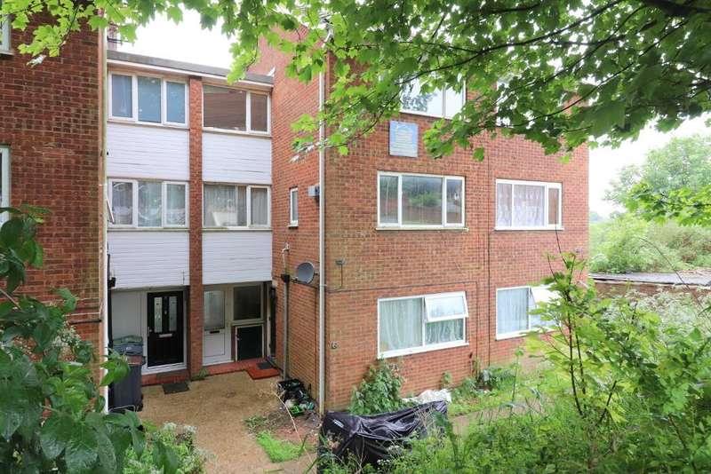 2 Bedrooms Maisonette Flat for sale in Brendon Avenue, Luton, Bedfordshire, LU2 9LQ