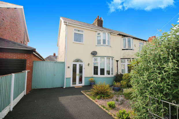 3 Bedrooms Semi Detached House for sale in North Drive, Thornton-Cleveleys, FY5