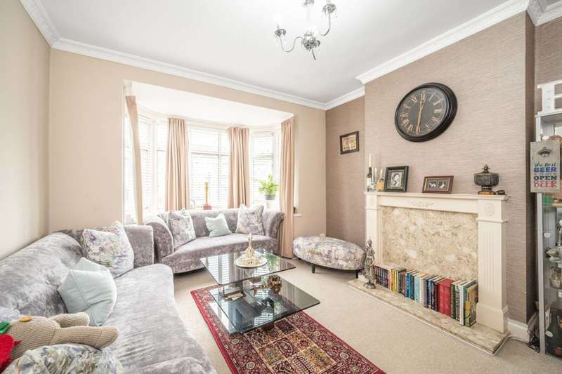 4 Bedrooms Semi Detached House for rent in Locket Road, Harrow Weald, HA3