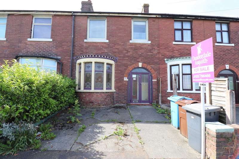 3 Bedrooms Terraced House for sale in Dock Road, Lytham