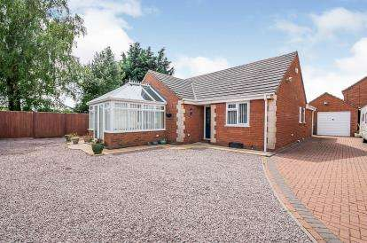 3 Bedrooms Bungalow for sale in Hillcrest Gardens, Swineshead, Boston, Lincolnshire