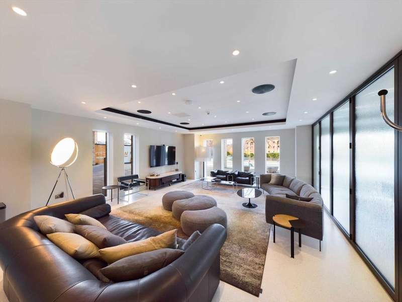3 Bedrooms Apartment Flat for sale in Crown Street, Manchester, M15