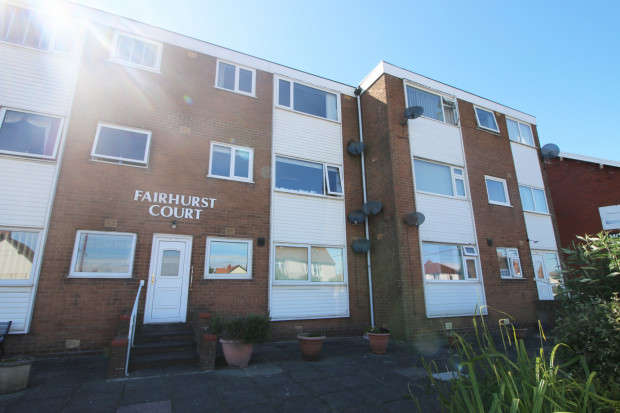 2 Bedrooms Apartment Flat for sale in Fairhurst Court, Rossall Road, Thornton-Cleveleys, FY5