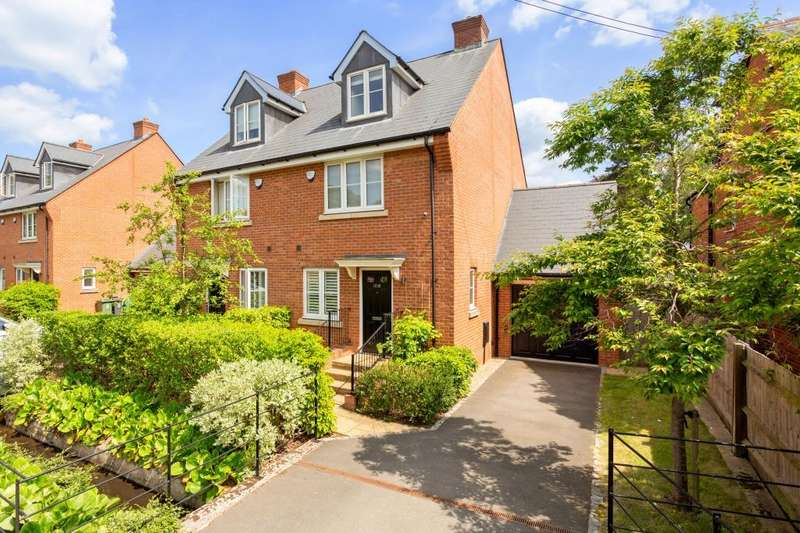 3 Bedrooms Semi Detached House for sale in New Road, Ascot