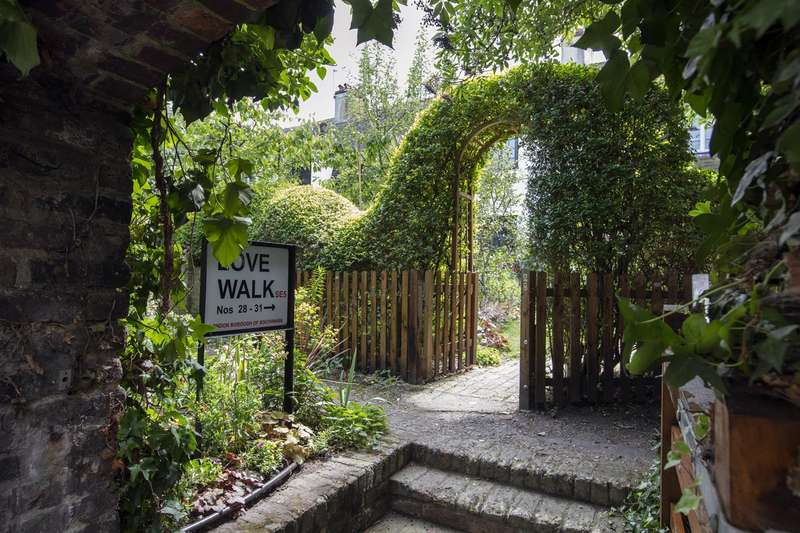 4 Bedrooms Semi Detached House for sale in Love Walk, Camberwell, SE5