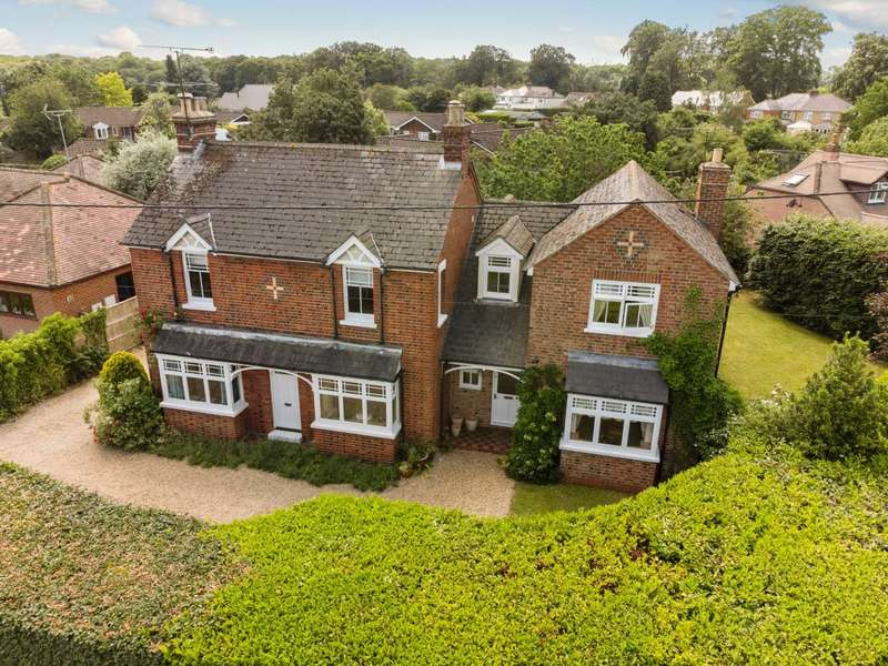 5 Bedrooms Detached House for sale in Reades Lane, Gallowstree Common