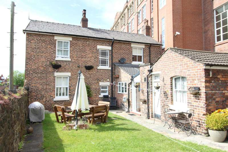 3 Bedrooms Semi Detached House for sale in Canal Cottages, Southgate, Wigan, WN3 4EH