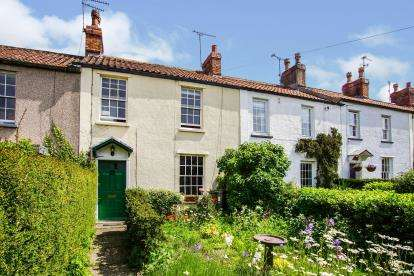 3 Bedrooms Terraced House for sale in Gloucester Road, Thornbury, Bristol
