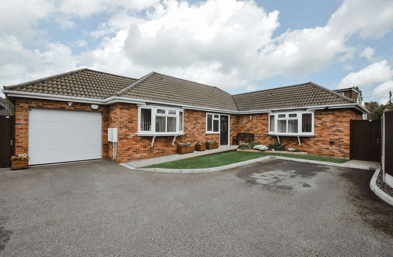 3 Bedrooms Detached Bungalow for sale in Holly Mews, Hall Farm Road, Benfleet