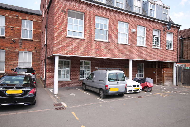 2 Bedrooms Apartment Flat for sale in The Crescent, Bedford, MK40