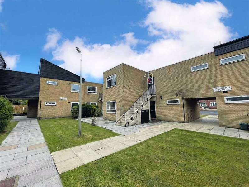 2 Bedrooms Flat for sale in Harlington Close, Manchester