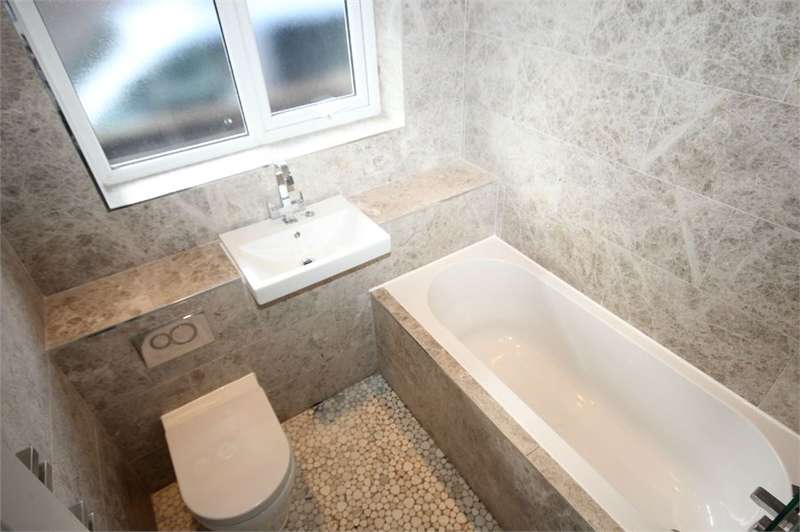 2 Bedrooms Detached Bungalow for sale in Romsey Grove, Wigan, WN3