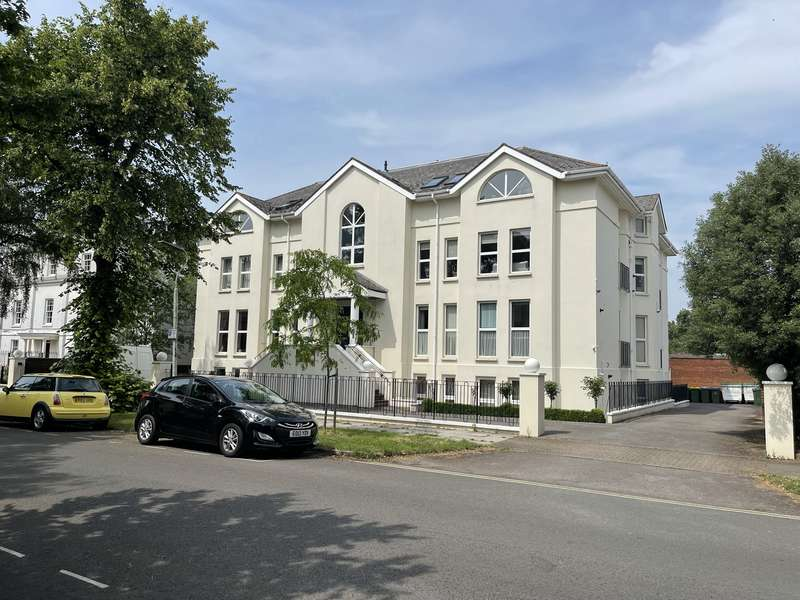 3 Bedrooms Flat for sale in WELLINGTON SQUARE, GL50