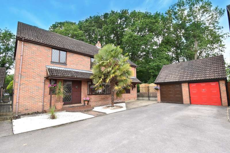 4 Bedrooms Detached House for sale in Sycamore Rise, Bracknell, Berkshire, RG12