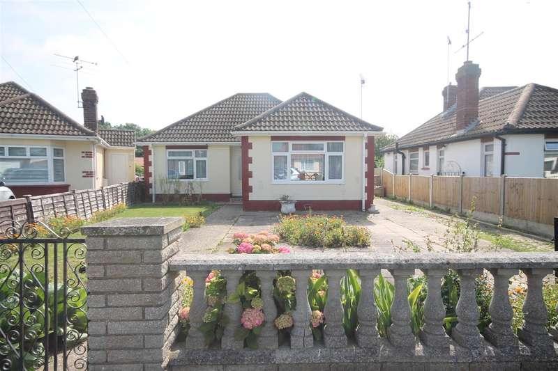 2 Bedrooms Bungalow for sale in Spenser Way, West Clacton