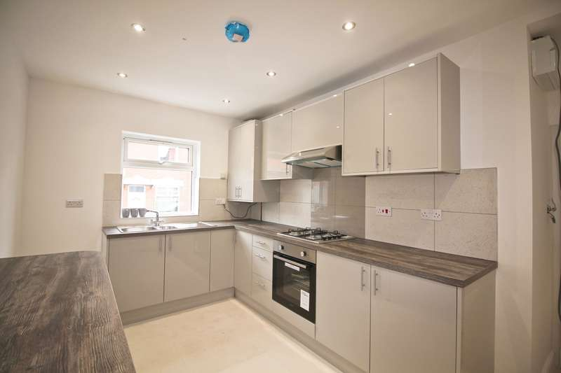 3 Bedrooms Terraced House for rent in Dronfield Street, Leicester, LE5