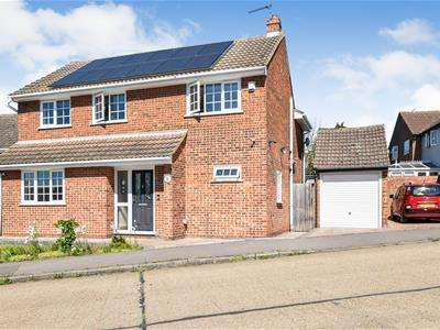 4 Bedrooms Detached House for sale in Barnwell Drive, Hockley