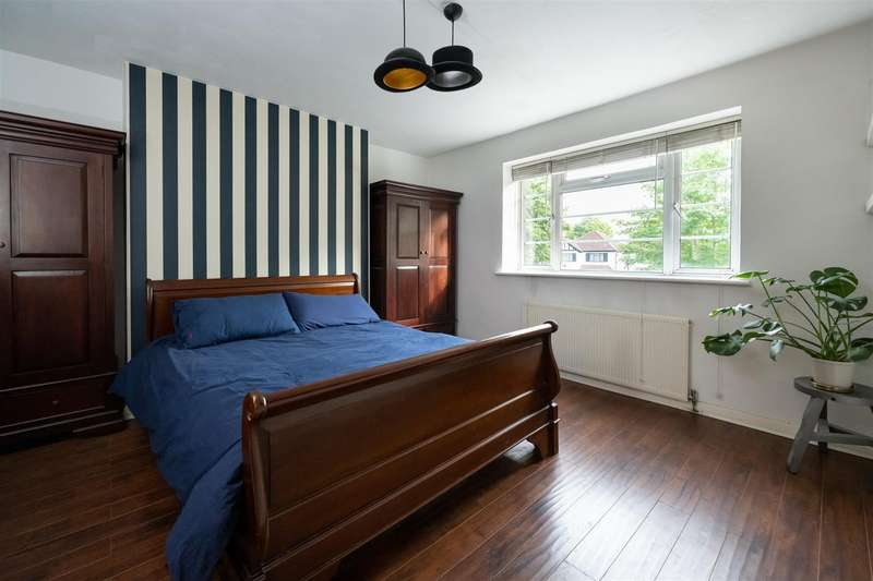2 Bedrooms Property for rent in Grove Close, Avenue Road, London