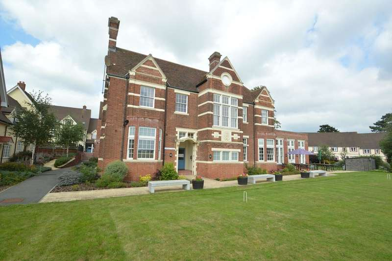2 Bedrooms Ground Flat for sale in Priory Hall, Dame Mary Walk