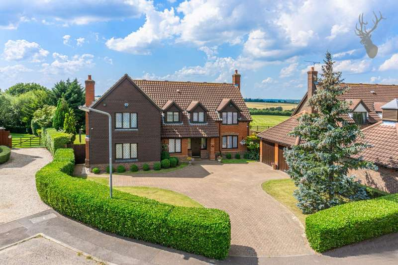 5 Bedrooms Detached House for sale in The Paddocks, Stapleford Abbotts