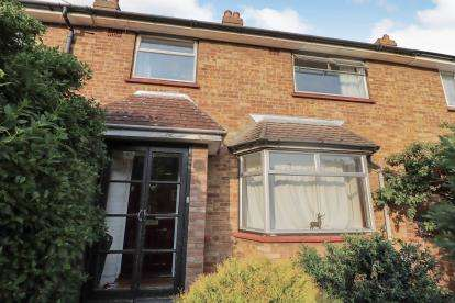 3 Bedrooms Terraced House for sale in Lovell Road, Bedford