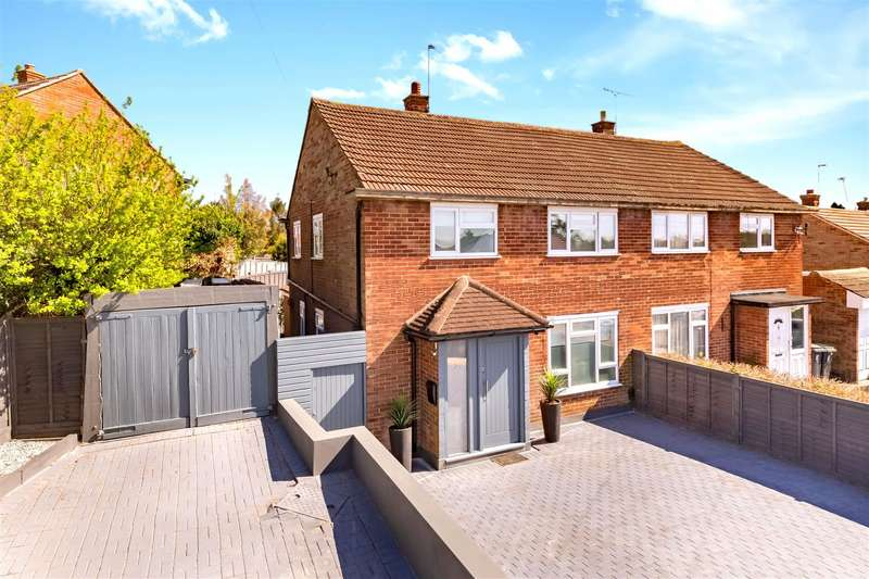 4 Bedrooms Semi Detached House for sale in Shaftesbury Road, Epping