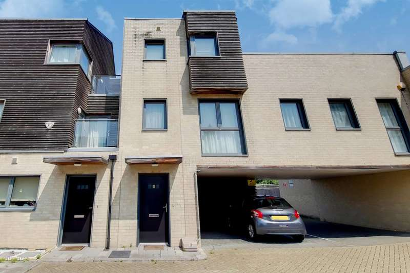 2 Bedrooms Terraced House for sale in Lawes Way, Barking, IG11