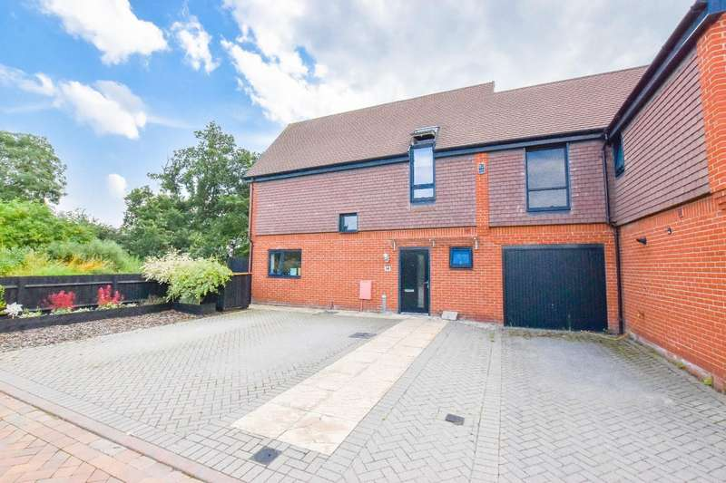 2 Bedrooms Link Detached House for sale in Niblick Green, Chelmsford, Essex