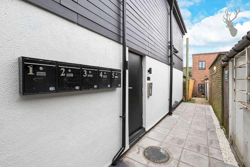 1 Bedroom Flat for sale in Hemnall Street, Epping