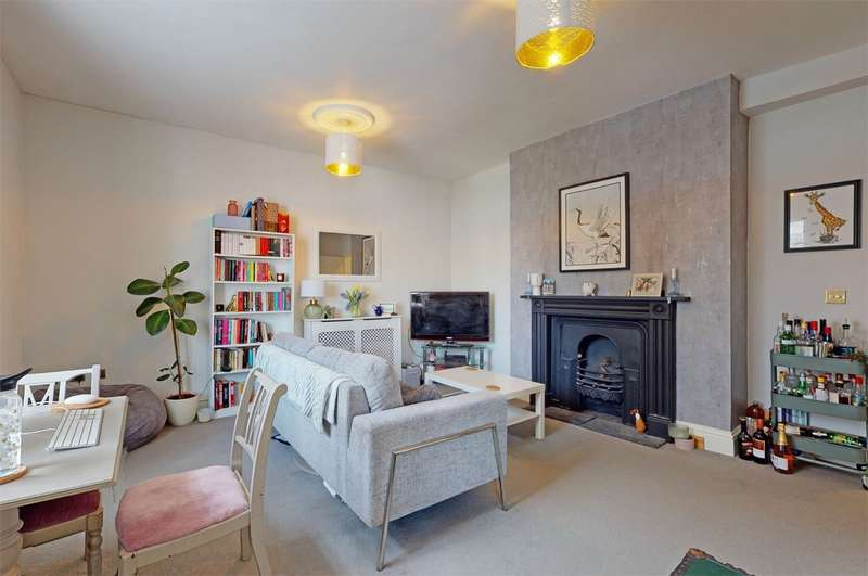 2 Bedrooms Flat for sale in Cheltenham, Gloucestershire