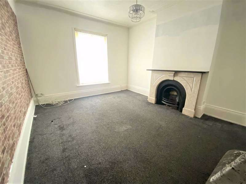 2 Bedrooms Flat for sale in Stockport Road, Denton, Manchester