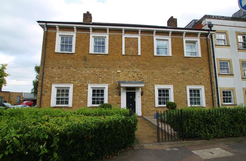 2 Bedrooms Flat for sale in High Road, Woodford Green