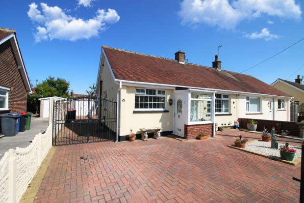 2 Bedrooms Bungalow for sale in Grange Road, Fleetwood, FY7