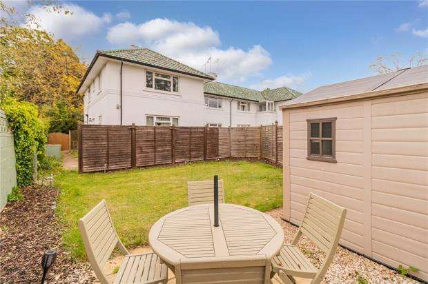 2 Bedrooms Maisonette Flat for sale in Ray Drive, Maidenhead