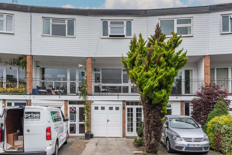 3 Bedrooms Terraced House for rent in The Drummonds, Buckhurst Hill